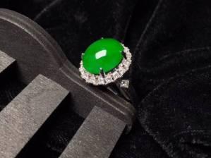 【质量帝王绿鸽子蛋戒指】玉质很细腻,很饱满品相极佳,大钻石高贵款,价值极佳,佩戴很高贵,完美。整体16.3X14.9X11.2裸石12.5X10.8X4.6[玫瑰]特惠