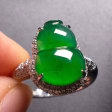 高冰阳绿葫芦戒指,完美饱满,种水1流,18k金伴钻,价��������