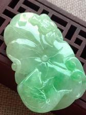 糯冰飘绿连年有余,完美,雕工精湛,玉质细腻,种水一流,饱满,尺寸49.5/31.5/6.5,福利杀超值不议