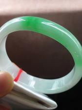 飘绿贵妃翡翠手镯,完美,种老水足,色阳,尺寸54/13.8/6.8mm,短径45mm,结缘