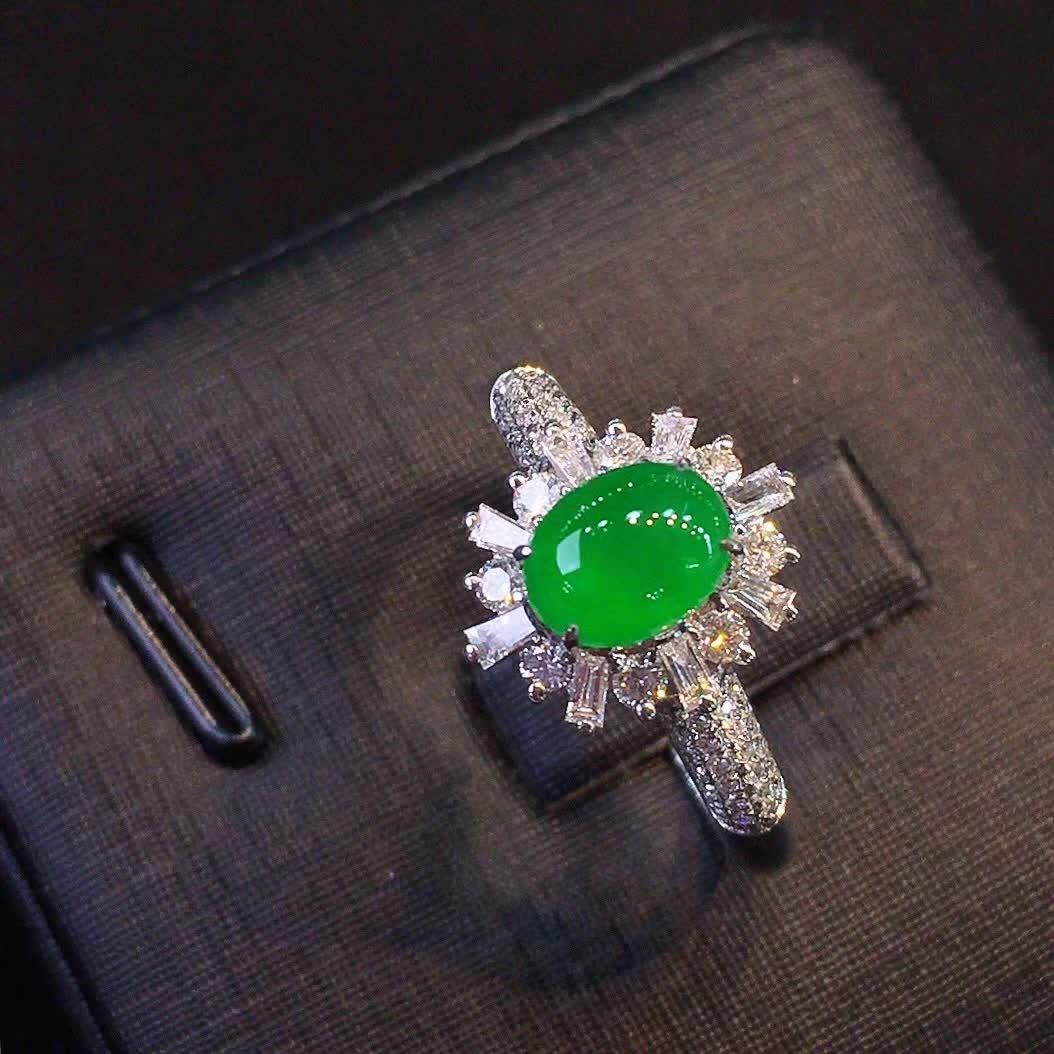 冰种正阳绿色女款戒指,水头好,色阳,款式精美时尚,完美,18k金镶嵌钻石,[爱心第5张