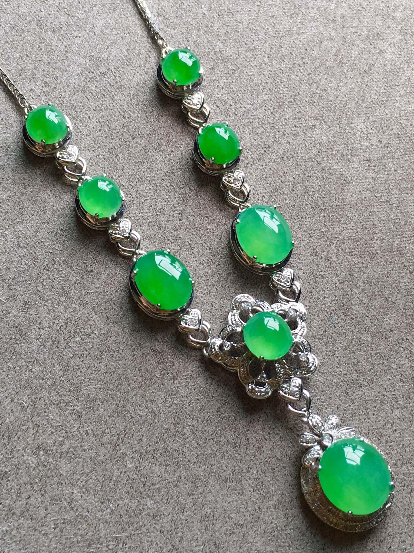 高冰正阳绿项链,裸石尺寸取大9/8/4mm,取.3/5/3.5mm第3张
