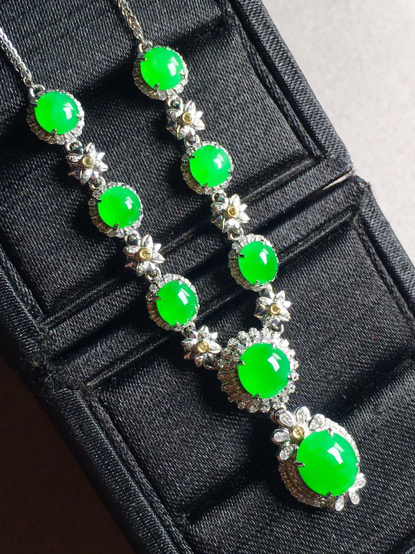 正阳绿蛋面锁骨链,裸石最大:8.5-7.3-3.6第3张