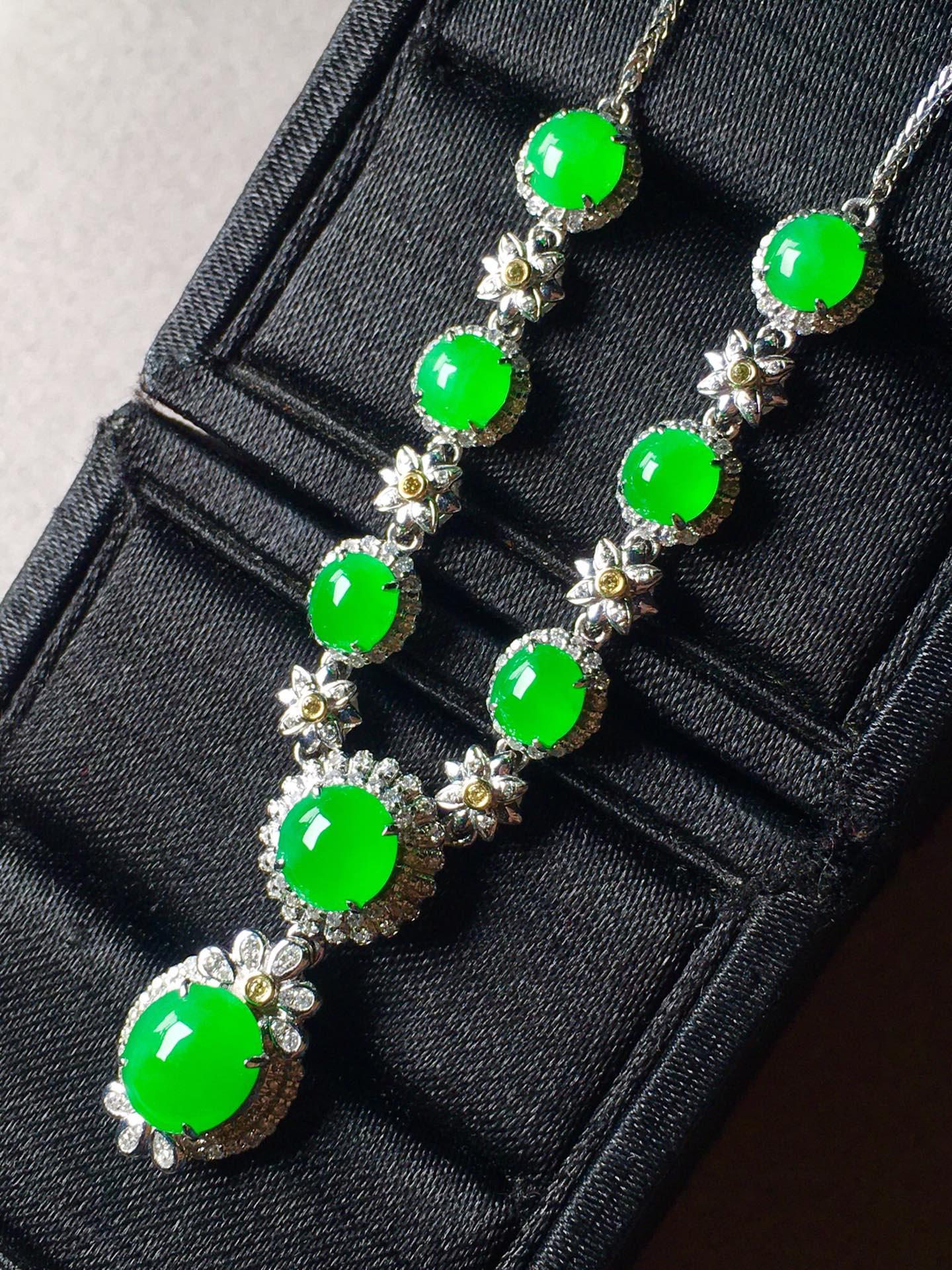 正阳绿蛋面锁骨链,裸石最大:8.5-7.3-3.6第4张