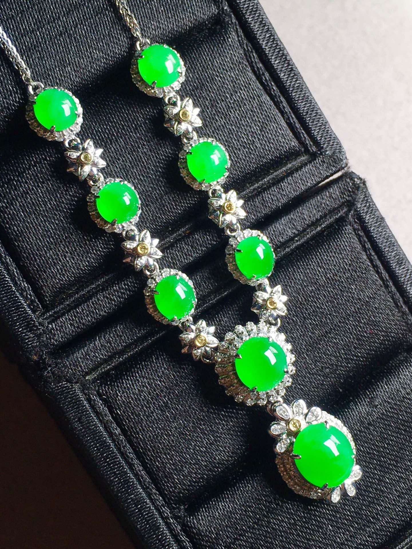正阳绿蛋面锁骨链,裸石最大:8.5-7.3-3.6第5张