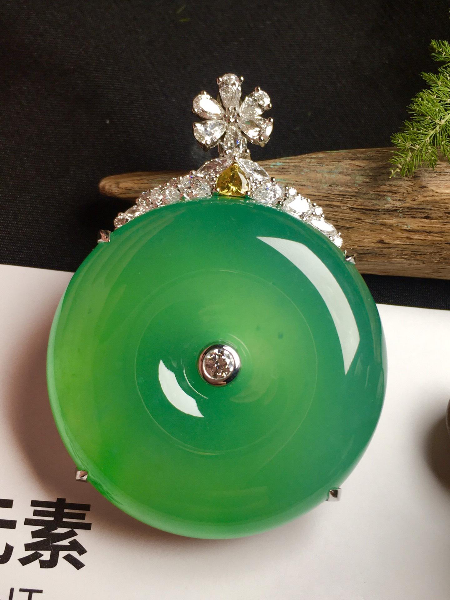 价:【平安扣,冰正阳绿】通透,润水细腻,完美,18k金华奢钻镶石嵌☕第2张