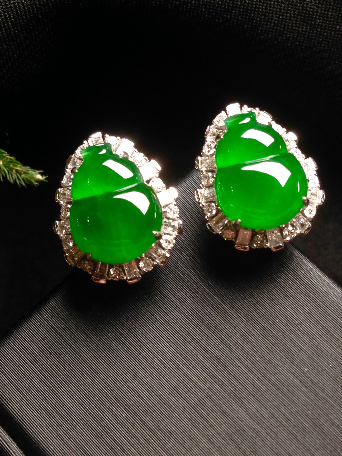 高冰正阳绿葫芦耳钉,18k金华奢钻镶石嵌第2张