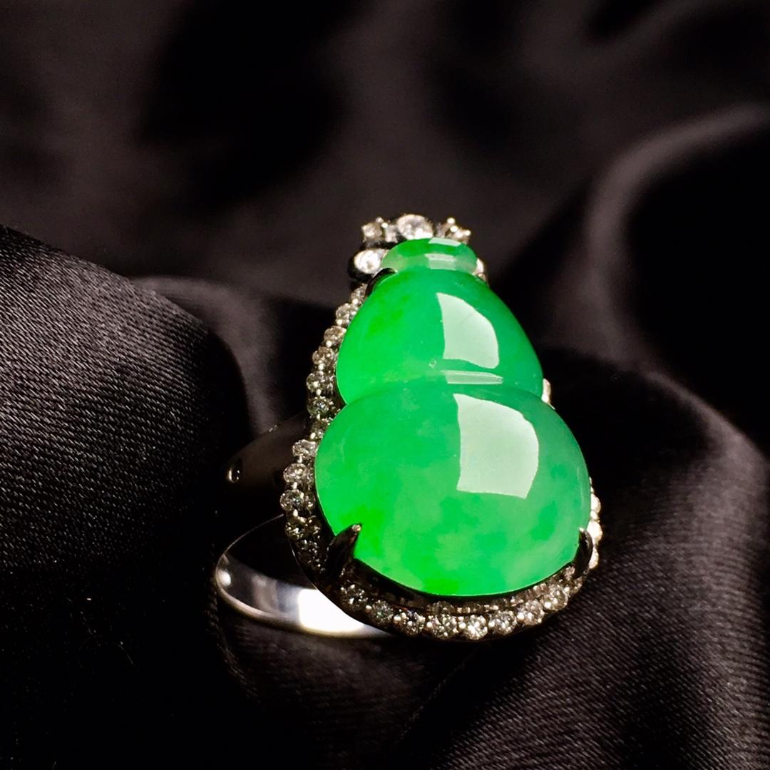 冰阳绿葫芦戒指,内圈17.5,裸石尺寸17-12.3-5第1张