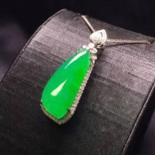冰阳绿福瓜吊坠,色泽阳绿通透,水灵完美,时尚大方,尺寸如图,️����